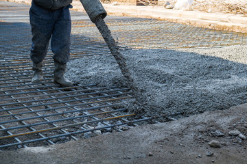 Obraz builders poured concrete at the construction site - fototapety do salonu