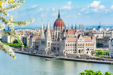 Photo sur Toile Budapest Hungarian parliament building and Danube river, Budapest, Hungary