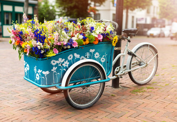 Fotorolgordijn Fiets Cargo bike with flowers, Holland, Europe