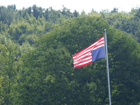 Flying upside down American flag as a sign of distress or political dissent