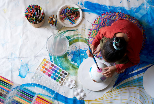 Asian children make artistic paintings at home