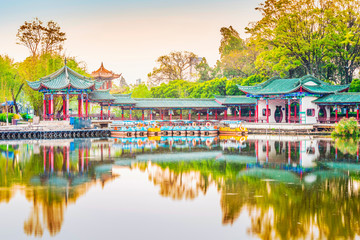 Montage in der Fensternische Honig Landscape of Yunnan. Located in Dianchi lake, Kunming Daguan Park, Kunming, Yunnan, China.