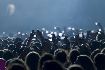 Concert and hand with a smartphones