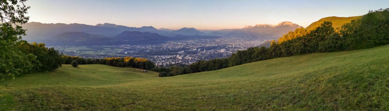 Aurore sur les falaises du Vercors, Grenoble, France