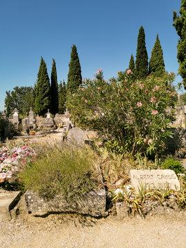 Tombes d'Albert Camus et de Francine Faure, cimetière de Lourmarin, France