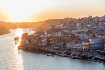 Soleil couchant sur Porto, Portugal