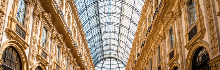 Foto op Aluminium Milan Galleria Vittorio Emanuele II the famous shipping arcade mall in the center of Milan close to the Piazza Del Duomo