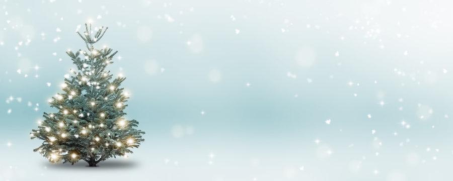 weihnachtsbaum im schnee abstrakt