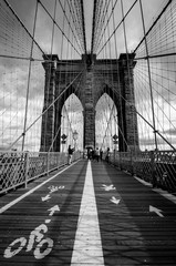 Foto auf AluDibond Brooklyn Bridge Brooklyn bridge in New York black & white