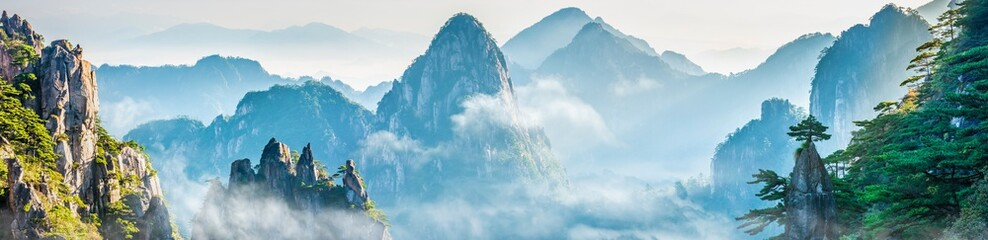 Foto op Aluminium Lente Landscape of Mount Huangshan (Yellow Mountains). UNESCO World Heritage Site. Located in Huangshan, Anhui, China.
