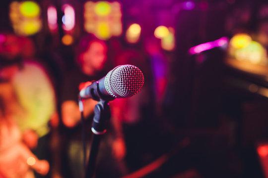 Microphone. Microphone close-up. A pub. Bar. A restaurant. Classical music. Music.