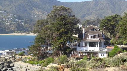 Spoed Foto op Canvas Khaki landscape of rocky beach and ocean view
