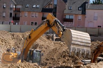 Pelleteuse dans un chantier de construction