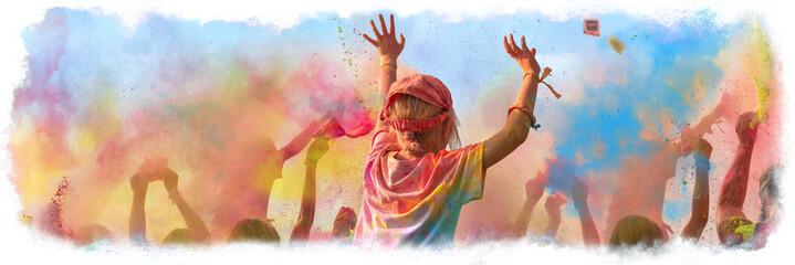 Breitbild - Holi Fest begeisterte Menschen jubeln auf einem Holifestival, tanzen und werfen mit buntem Holipulver - Design