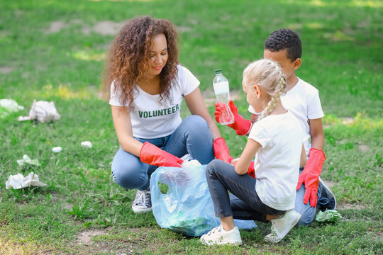 Volunteers gathering garbage in park