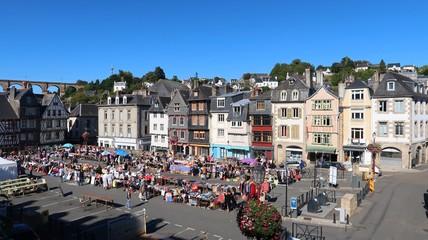Morlaix en Bretagne, brocante sur la place Salvador Allende (France)