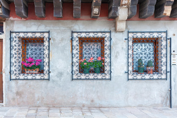 Fototapete - Classical window of old residential house in Venice, Italy