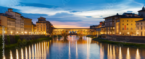 Fototapete Ponte Vecchio - the bridge market in the center of Florence, Tuscany, Italy