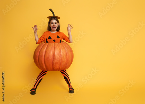 little girl in pumpkin costume