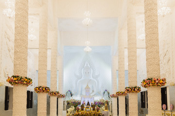 Fototapeta Beautiful White Buddha statue in a white hall at Wat Huay Pla Kung, the beautiful and famous Thai-Chinese temple in Chiang Rai Province, Thailand. obraz