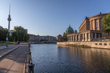 Die Spree im Sommer in Berlin