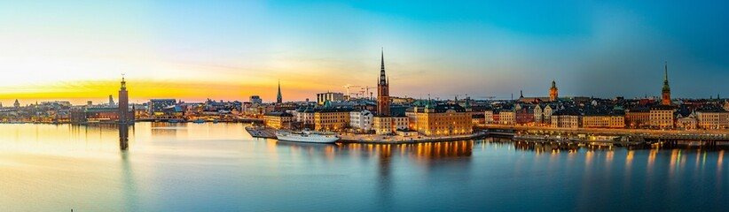 Papiers peints Stockholm Sunset view of Town hall and Gamla stan in Stockholm viewed from Sodermalm island, Sweden
