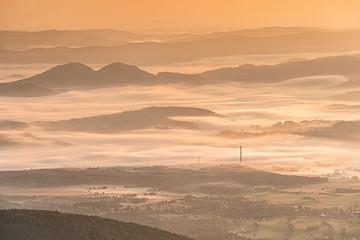 Fototapeta Mgła podczas wschodu słońca, Karkonosze, Polska obraz