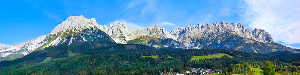 Photo sur Aluminium Bleu ciel Beautiful mountain panorama from the
