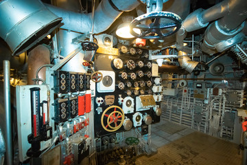 Türaufkleber Schiff In the engine room on the battleship USS North Carolina, currently moored along the Cape Fear River in Wilmington, NC.
