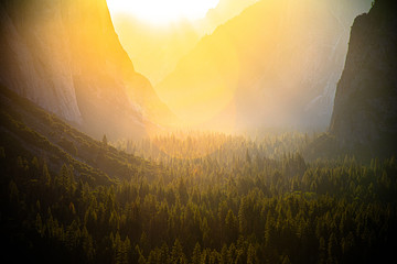 Spoed Foto op Canvas Chocoladebruin Yosemite Valley Majestic Sunrise