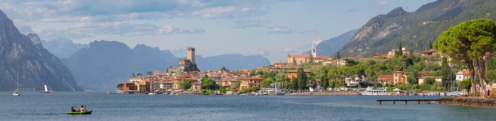 Fotobehang Alpen Malcesine - The panorama of promenade over the Lago di Garda lake with the town and castle in the background.