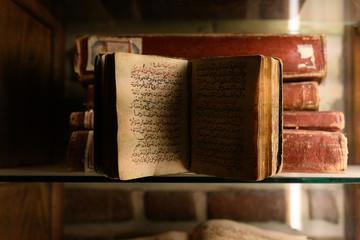 Cette photo a été prise en Egypte, au nord du pays au Caire. Il s'agit d'un livre Coran situé dans le quartier copte du Caire dans l'Eglise suspendue.