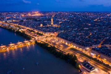 Illuminated Bordeaux city at night Fototapete