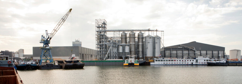 Corn. Wheat. Silos. Harbor. Ship