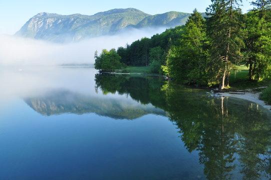Bohinj See im Nebel
