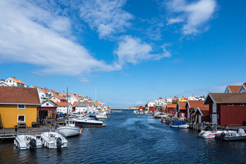 Fototapete - Blick auf den Ort Gullholmen in Schweden