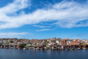 Fototapete - Blick auf den Ort Fiskebäckskil in Schweden