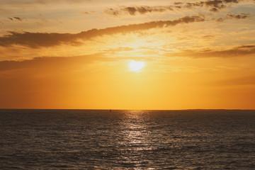 Papiers peints Orange coucher de soleil à la Palmyre