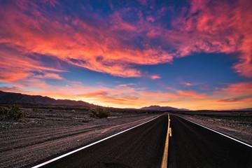 Poster Crimson road in desert