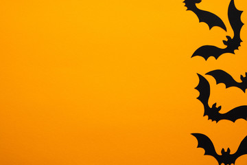 Happy halloween holiday concept. Halloween bats on orange background. Halloween party greeting card mockup with copy space. Flat lay, top view, overhead. Fototapete