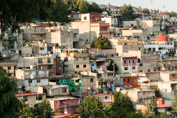 Poverty in Latin America, Pour houses in the hill
