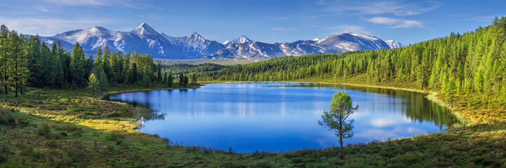 Tuinposter Natuur Mountain landscape, lake and mountain range, large panorama, Altai