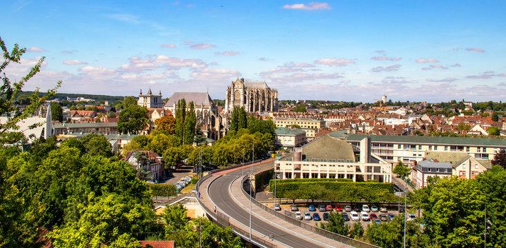 Beauvais. Cathédrale vue du quartier Saint Jean . Oise. Picardie. Hauts-de-France