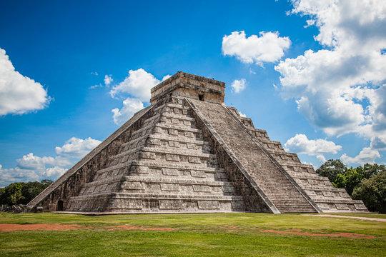 Pyramid Kukulkan, Chichen Itza, Mexico, Mayan archeological site