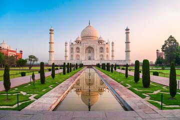 Fototapete - Taj Mahal marble mausoleum, Agra