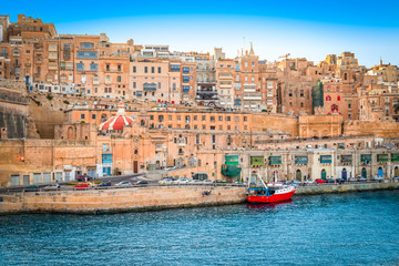 Fotomurales - Malta, Valletta. Capital city with traditional buildings, streets and ancient walls.