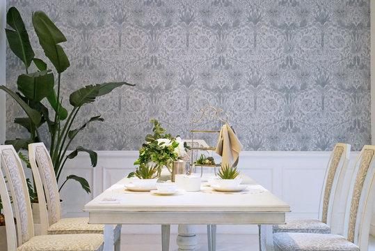 上品な部屋とテーブル
