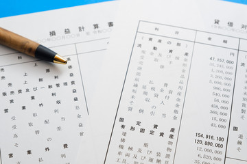 【写真素材】 決算書 ビジネスシーン 貸借対照表 損益計算書 法人 確定申告