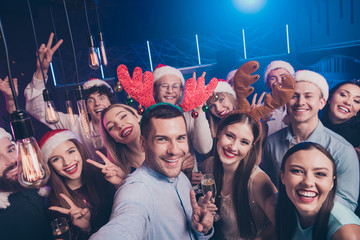 Self-portrait of nice-looking attractive lovely cheerful cheery positive excited glad ladies and guys having fun chill out showing v-sign symbol at luxury fogged nightclub indoors