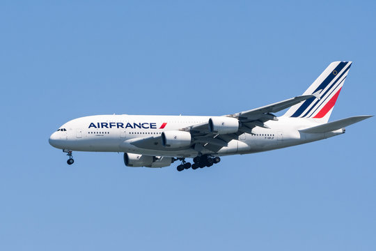 August 31, 2019 Burlingame / CA / USA - Air France aircraft preparing for landing at San Francisco International Airport (SFO)